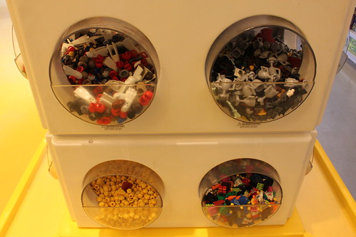 LEGO Build-A-Minifigure Bar