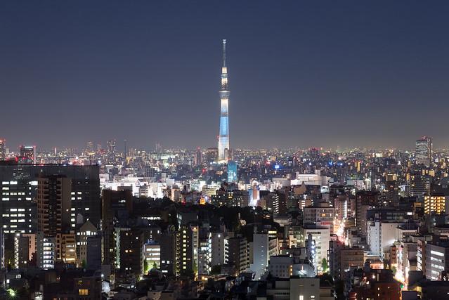 文京シビックセンター展望ラウンジから見た東京スカイツリー