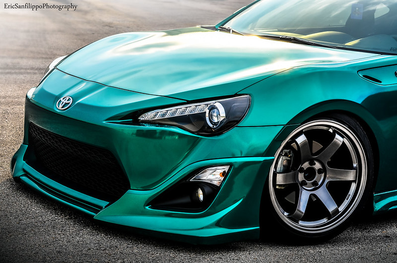 Avery gloss emerald green pearl metallic frs phew for Emerald satin paint