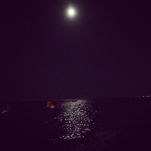 La luna sul mare si specchia #ig_forlicesena #igersfc #viaggioinromagna #giriingiro #ig_emiliaromagna #igersemiliaromagna #igersforli #sanlorenzo #lidodelsavio