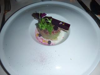 Tartar de atún con remolacha