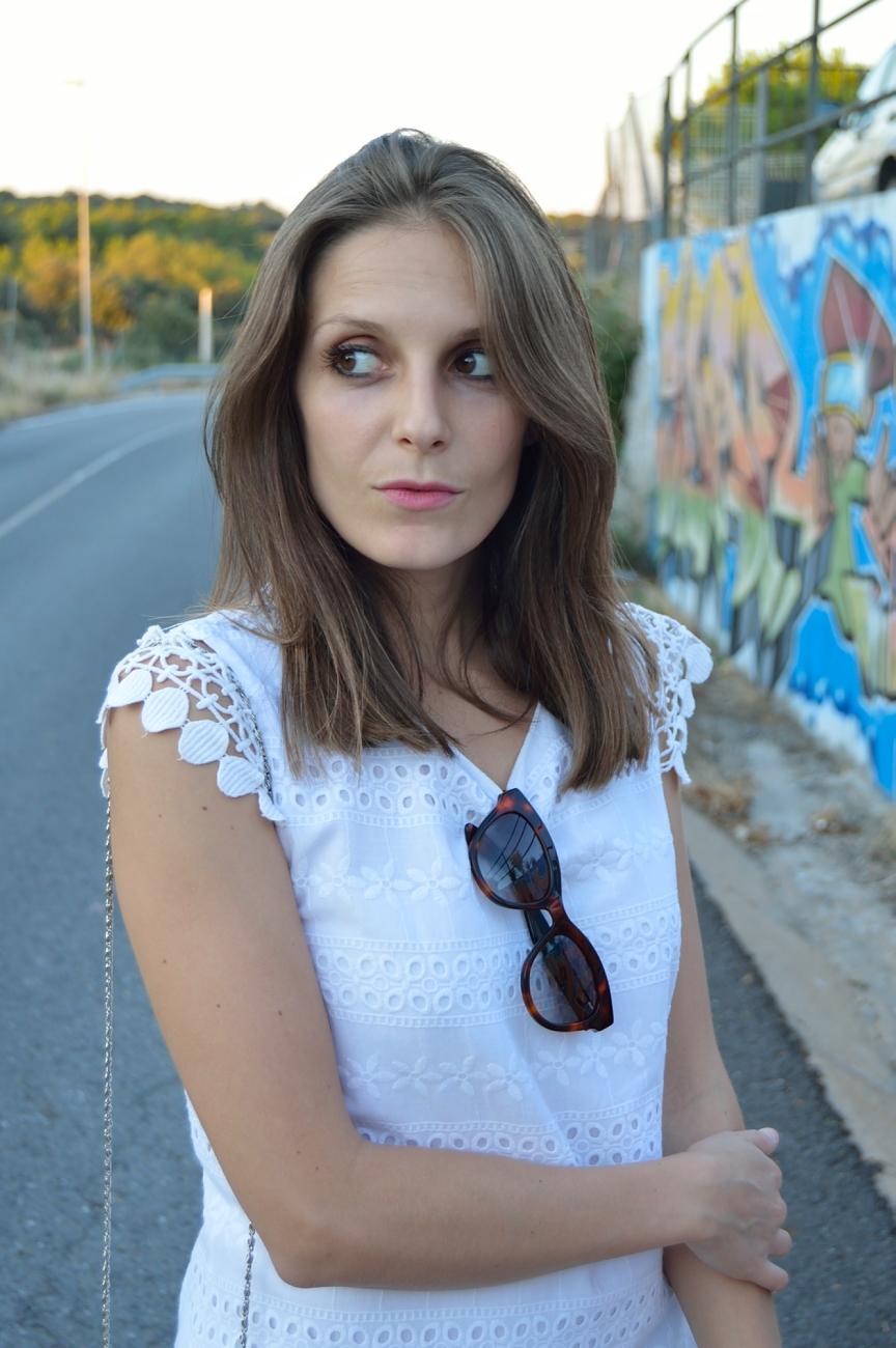 lara-vazquez-mad-lula-fashion-style-streetstyle-blog-chic-shades-white-look