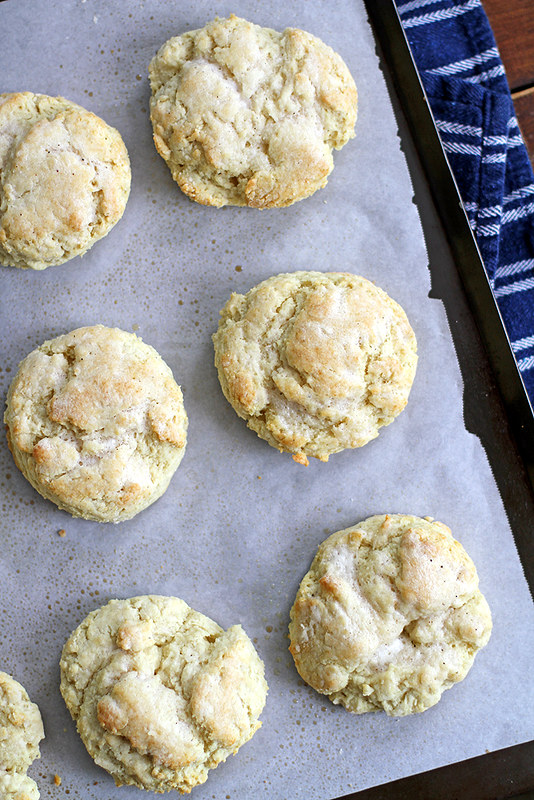Buttermilk Ranch Biscuits | girlversusdough.com