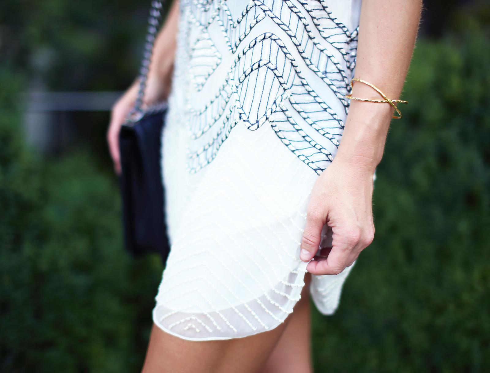 EMBELLISHED WHITE SHIFT DRESS