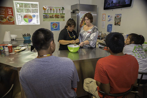 """Nutrition Educator Liz Easterling of the Mississippi State Extension Service leads a cooking demonstration of """"farmers market salsa."""""""