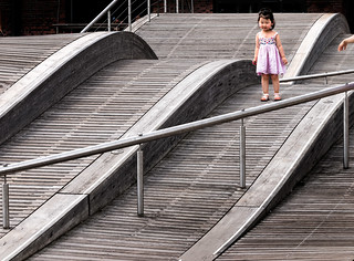 The-wavedeck-and-a-little-girl,-Harbourfront,-Toronto,-September-2014_8310023-DXO