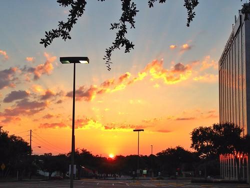 sunset sun sol sunrise dallas texas amanecer goodmorning madrugada eastdallas nascerdosol bomdia buenosdias salidadelsol pwpartlycloudy lakewoodheightsneighborhood