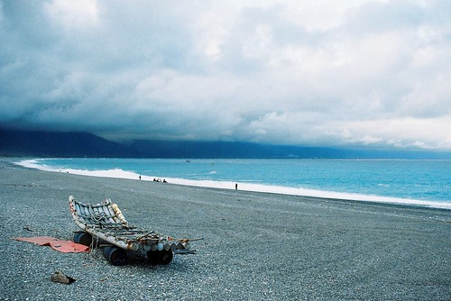 ocean sea film beach canon bay coast boat seaside taiwan shore hualien 七星潭 solaris 花蓮 thepacificocean 台湾 analogy 500n 太平洋 底片