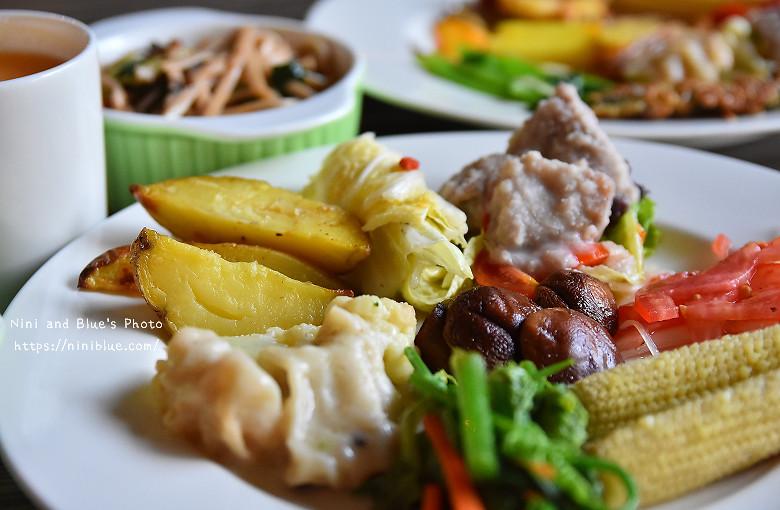 30404134486 9814590c7b b - 【熱血採訪】陶然左岸,嚴選當季鮮蔬、台灣小農生產,推廣健康飲食觀念,是蔬食但非全素吃到飽餐廳