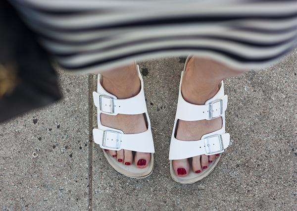 birkenstock arizona, white birkenstocks, נעלי בירקנשטוק לבנות, בירקנשטוק בצבע לבן, טרנד
