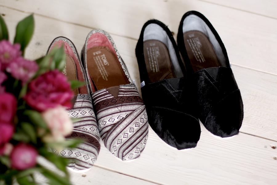 June Essentials New In Blogger Berlin TOMS flat shoes classics oneforone Ricarda Schernus 1