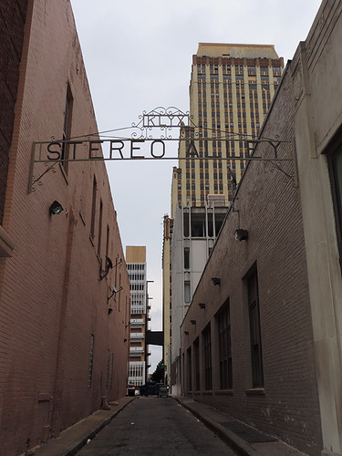 street city usa signs buildings memphis tennessee streetlife streetscenes streetviews memphistn citytrips klyx stereoalley musicalley
