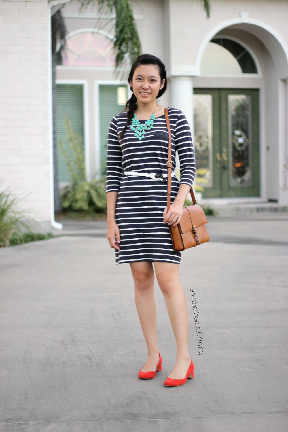 Casual t-shirt dress look with fiery shoes and turquoise necklace