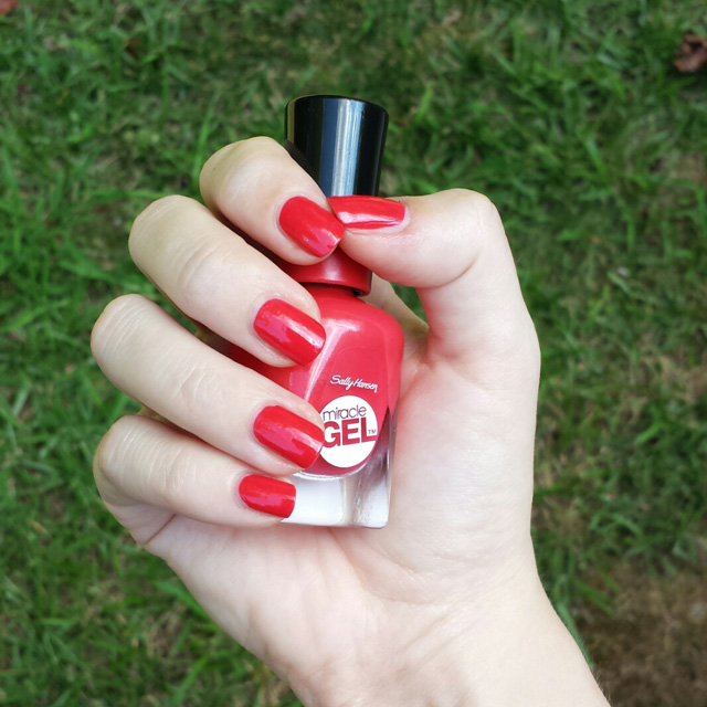 Sally Hansen Miracle Gel Nail Polish in Redgy