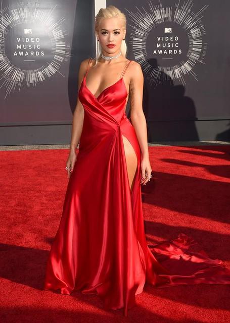 rita-ora-red-dress-mtv-vmas-red-carpet-2014-h724