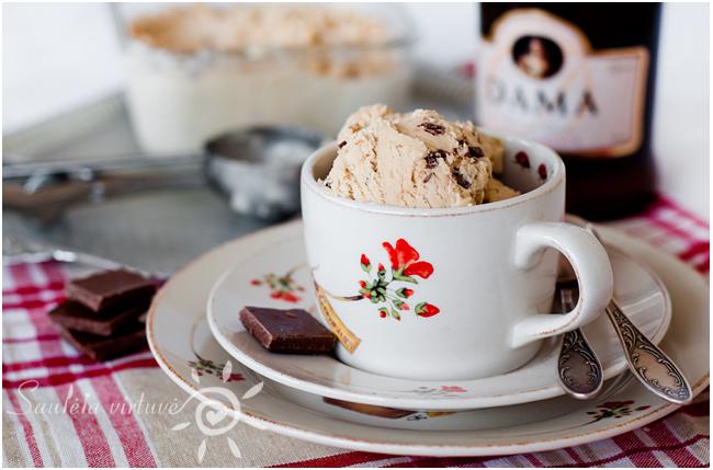 Kavos ledai su pieniško šokolado gabaliukais (4)