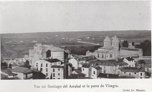 Arrabal y Puerta de Bisagra  a comienzos del siglo XX. Fotografía de Gr. Thomas publicada en el libro Les Villes d´Art Célebres: Tolède (1925) de Élie Lambert