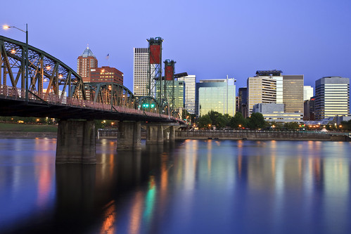 ian sane images good morning portland oregon downtown hawthorne bridge willamette river long exposure skyline buildings sunrise blue hour reflections canon eos 5d mark ii 1740 f4l lens us