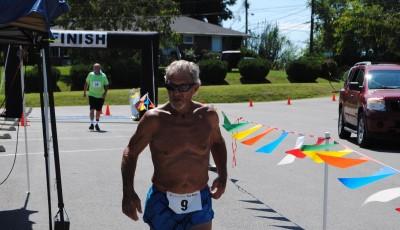 Sedmasedmdesátník zvítězil ve dvoudenním ultramaratonu