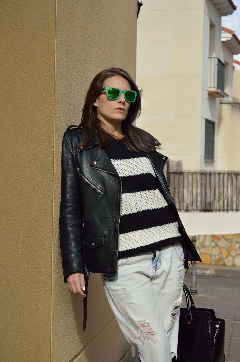 lara-vazquez-madlula-blog-fashion-pop-of-green-stripes-blacj-white-look