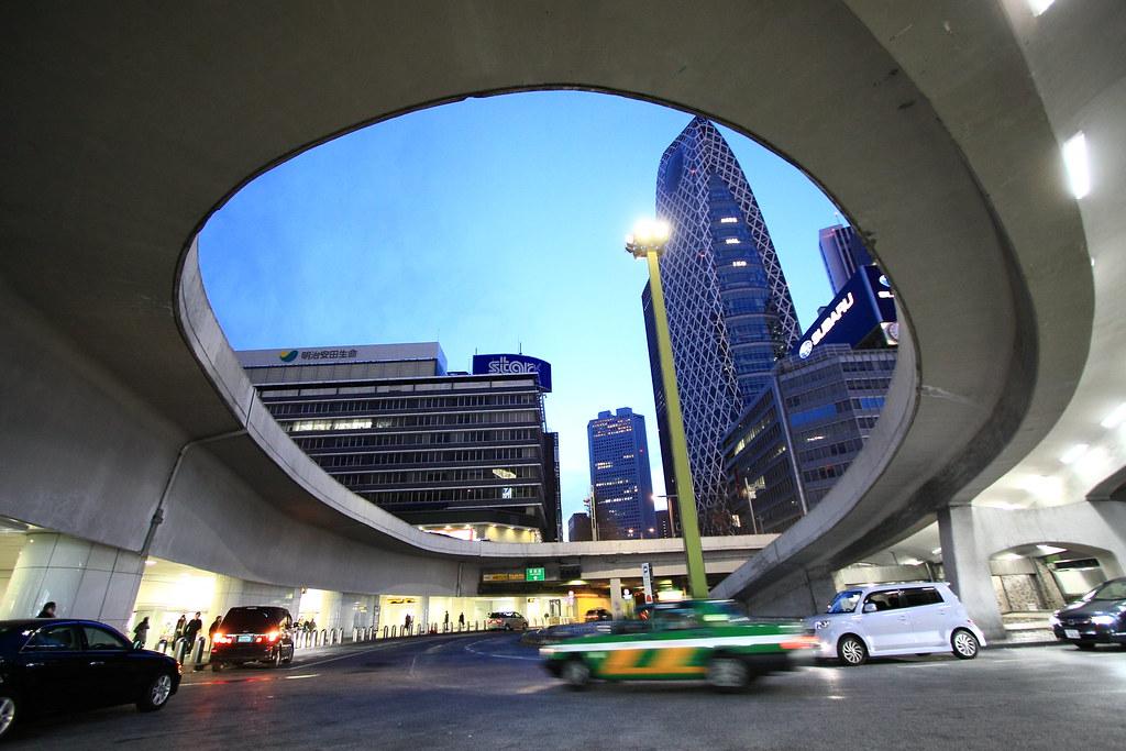 新宿駅西口地下広場