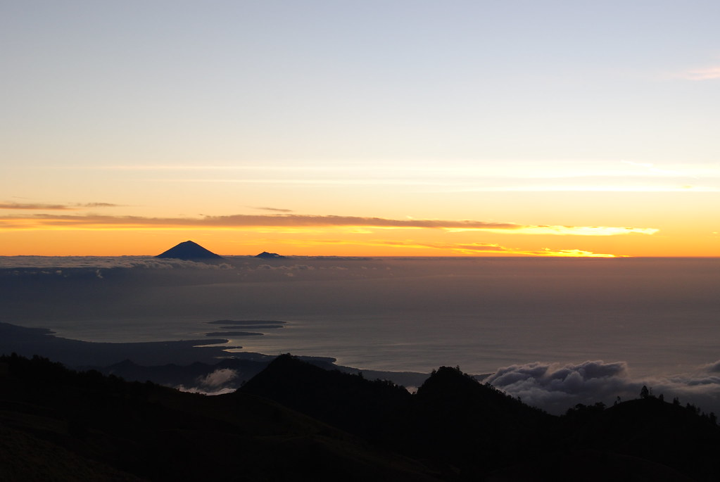 sunrise from rinjani