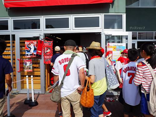 進場後球隊商店的入口