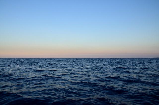 Mar Mediterráneo al atardecer desde el catamarán