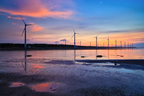 sunset sun reflection windmill canon landscape wind taiwan 夕陽 taichung 台灣 turbine 風景 hy bai wetland 台中 濕地 風車 清水 高美 gaomei 風力發電 倒影 kaomei 風景攝影 fave50 hybai
