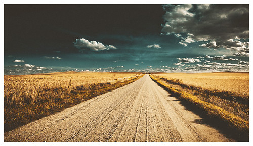 road clouds landscape corn flat horizon dramatic iowa bigsky hss