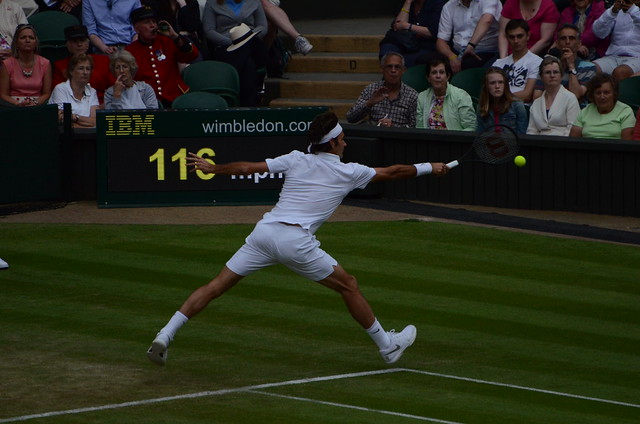 Federer backhand return