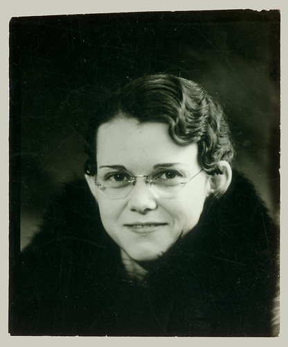 Portrait of a girl with round glasses.