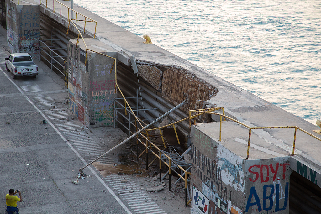 Cape Verde  dock collapse 2014-01-15