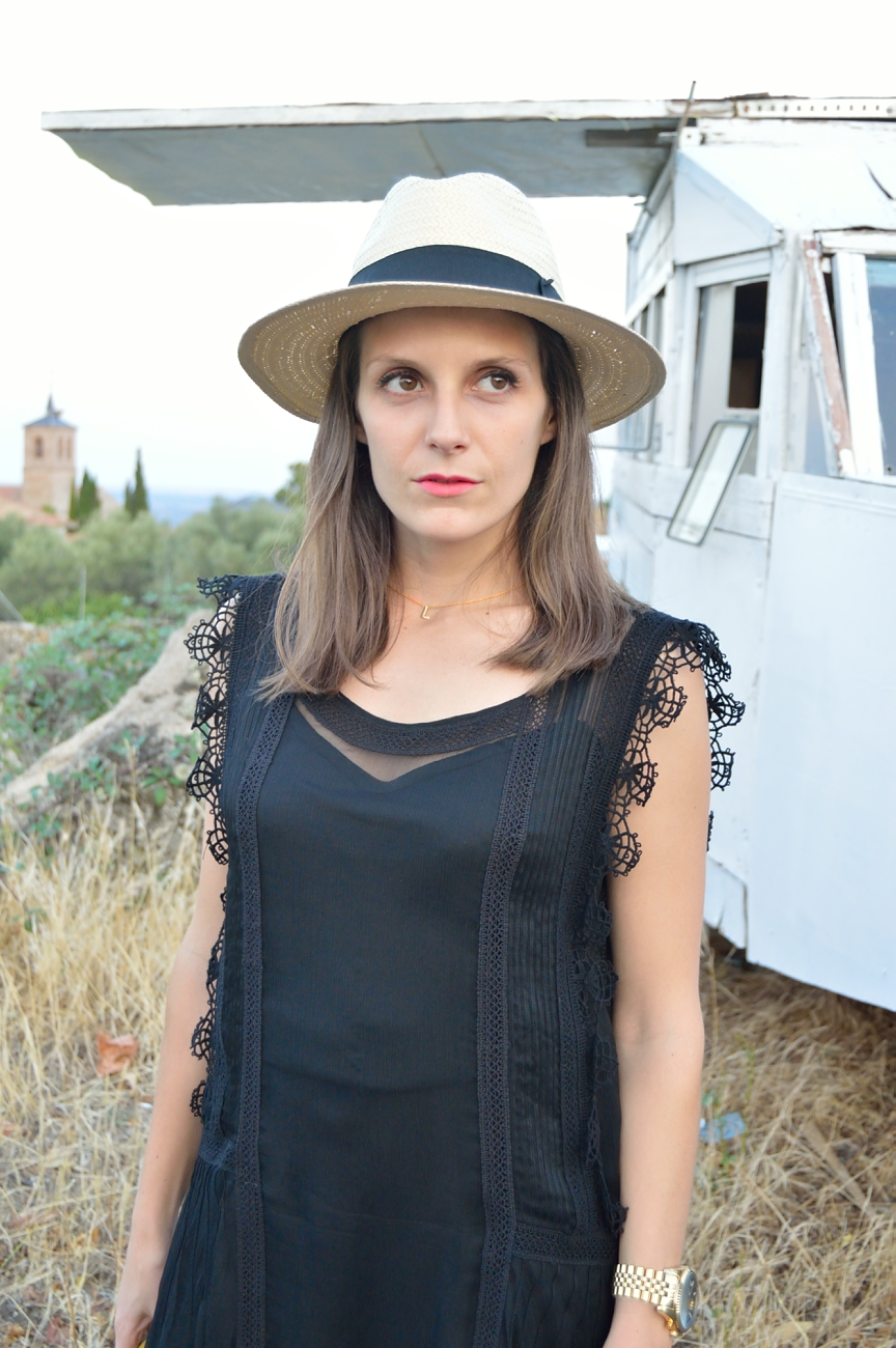 lara-vazquez-mad-lula-fashion-blog-streetstyle-hat-black-dress-summer