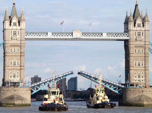Svitzer Tugs (4) @ Tower Bridge 04-08-14