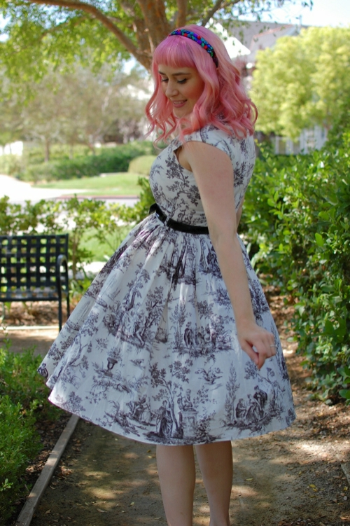 Bernie Dexter Veronique dress in toile print 013