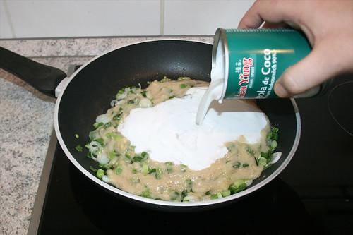 28 - Mit Kokosmilch ablöschen / Deglaze with coconut milk