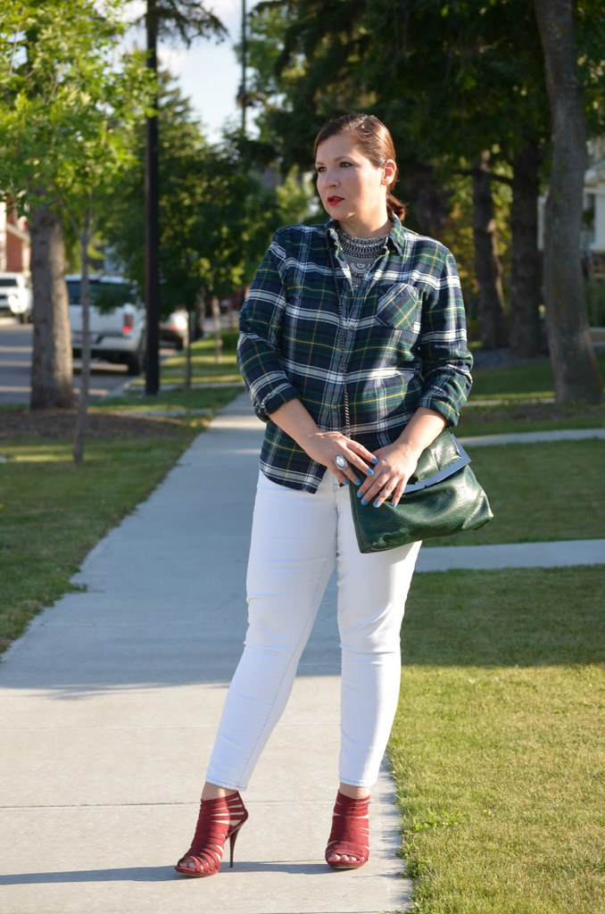 Fabulous-30s-plaid-shirt-white-jeans-statement-necklace-curvy-fashion-blogger-outfit-ideas