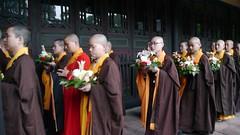 Fuhu Temple nuns, Emei Shan (video)