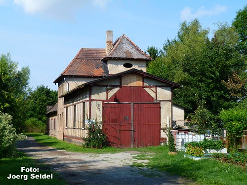 DE-99947 Kirchheilingen Kleinbahnbahnhof Lokschuppen im August 2014