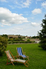 Lounge chairs - Photo of Aigueperse
