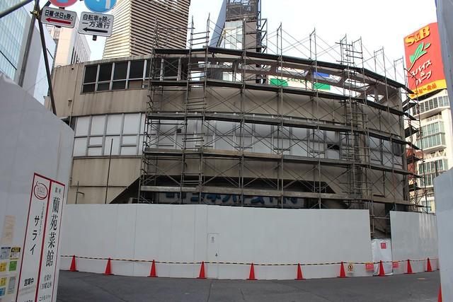 土浦亀城作の三原橋センター解体中 (8)