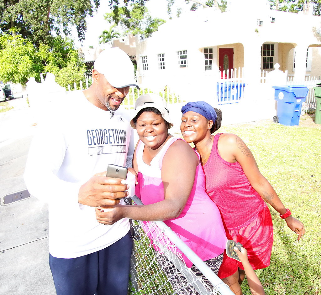 Overtown Youth Center Thanksgiving with Alonzo and Tracy Mourning 2016  033