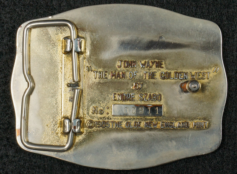 RD15030 John Wayne Belt Buckle Man of the Golden West Olde New England Mint 1985 with Certificate DSC07246
