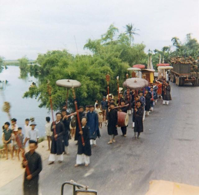 Funeral in Hue - 1970