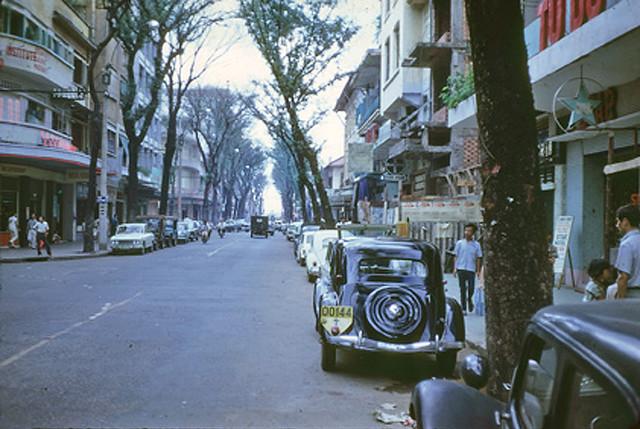 SAIGON 1968-69 - Ngã ba Tự Do-Thái Lập Thành - bên trái là phòng trà Tự Do