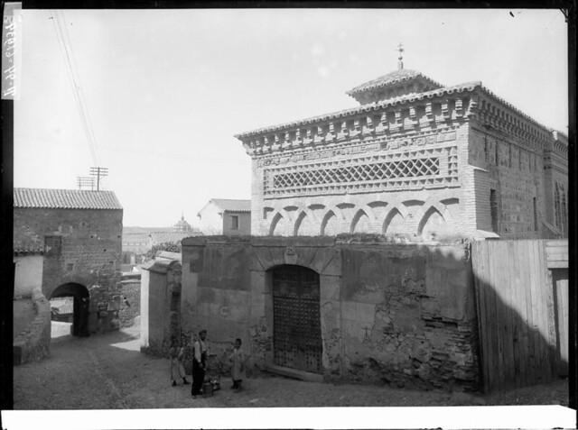 Mezquita del Cristo de la Luz a comienzos del siglo XX. Fotografía de J. Lacoste © MECD, Fototeca del IPCE, signatura VN-22617_P