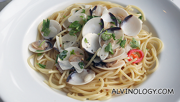 Spaghetti Vongole - fresh little neck clams served with white wine, fresh garlic, stock, red cut chili and parsley