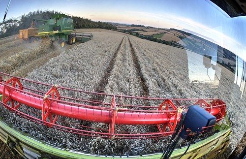 sky tractor landscape evening farming grain machinery devon header agriculture fisheyelens wheatfield ashcombe hss combineharvesters farmmachines claaslexion580 claascombineharvester sliderssunday johndeerehillmaster 100xthe2014edition 100xlandscapes unloadingcombine