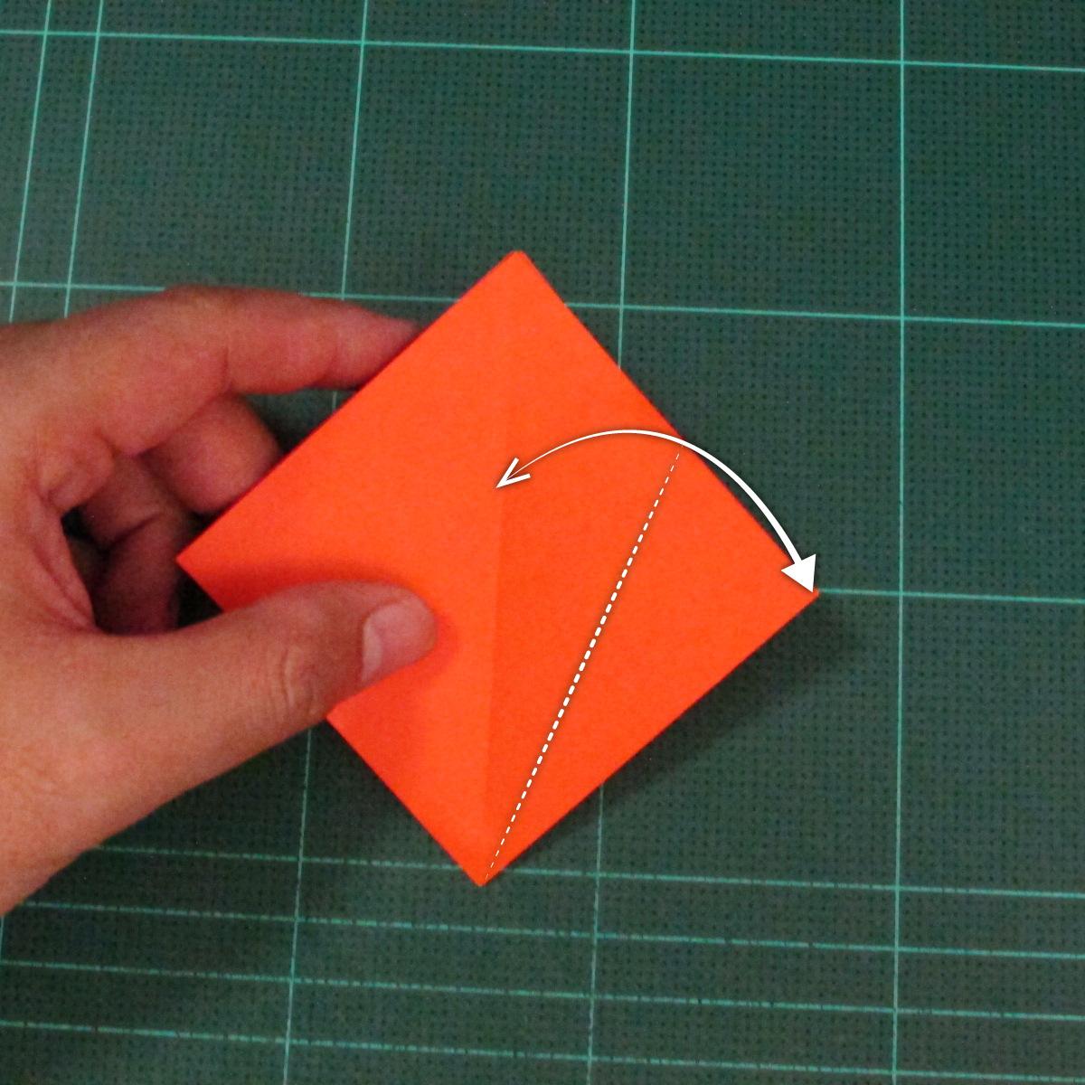 วิธีพับกระดาษเป็นช่อดอกไม้ติดอกเสื้อ (Origami Wedding Chest Flower) 006